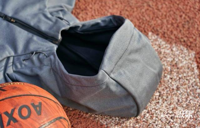户外服饰的颜值担当,adidasTERREX连帽夹克外套